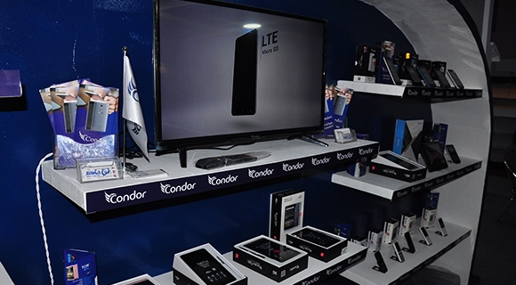 Le fabricant algérien tente l'aventure smartphone en France — Condor